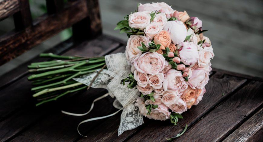Bouquet rond de mariée 974 rose et blanc