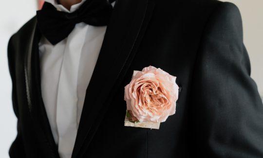 Boutonnière pivoine mariage fleuriste 974
