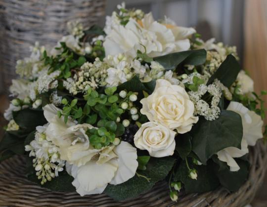 coussin fleurs blanches artificielles 974